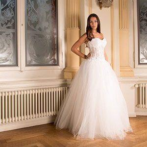 outdoor-wedding-venue-fort-worth-wedding-dress